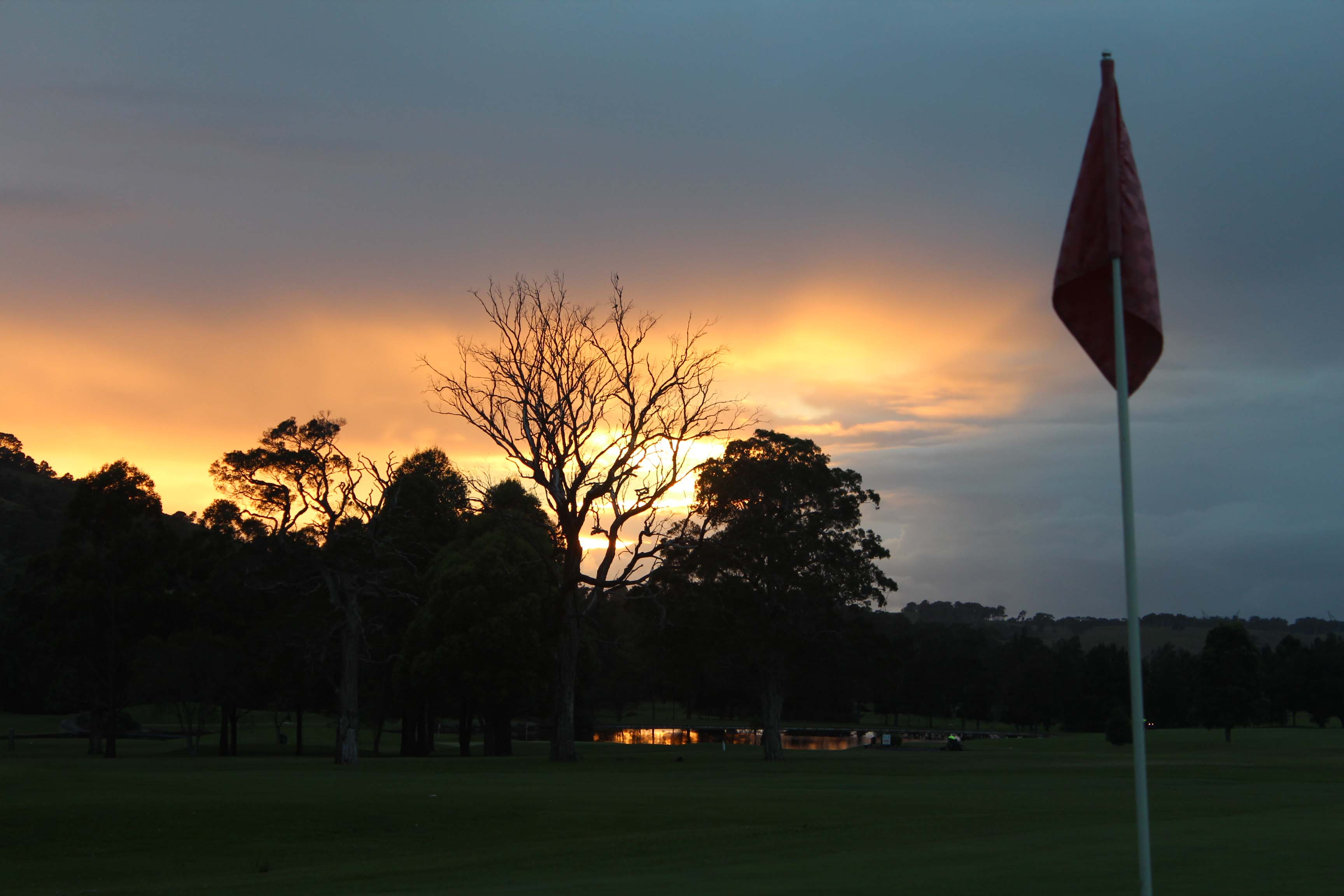 sunrise at Calderwood Valley Golf Course